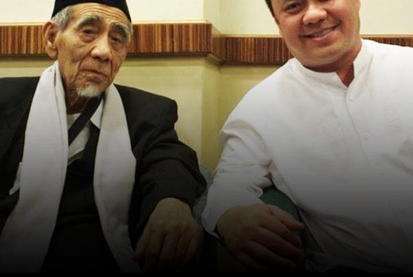 Foto-kenangan-Ary-Ginanjar-Agustian-di-Mekah-bersama-Kyai-Maimun-Zubair-Mbah-Moen
